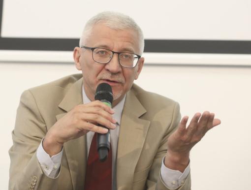 B. Gruževskis apie socialinę paramą: pamaitinti yra norma, reikia grąžinti žmogiškumą