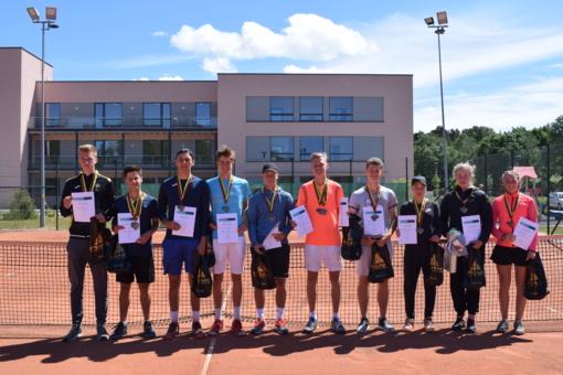Lietuvos Respublikos 18 m. ir jaunesnių čempionate šiauliečiai tenisininkai neliko be pergalių