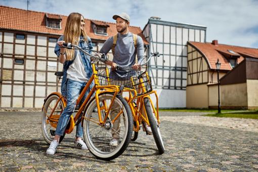 """Pajūryje startavo """"CityBee"""" oranžinių dviračių sezonas"""