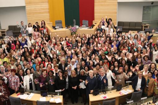 Moterų politikos lyderių suvažiavimas uždaromas: reikia dar 100 metų, kol paritetas politiniame gyvenime bus realybė