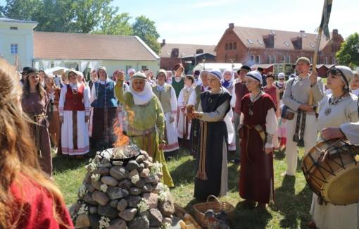 Raudondvaryje – Lietuvos šimtmečio dainų šventės preliudija