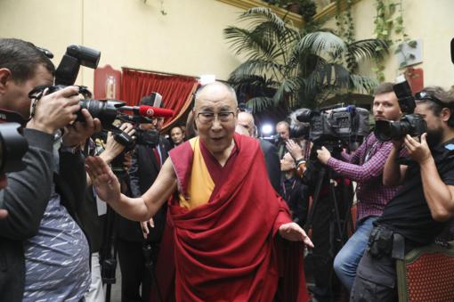 Dalai Lama Tibeto skvere sodins Lietuvos 100-mečio obelį