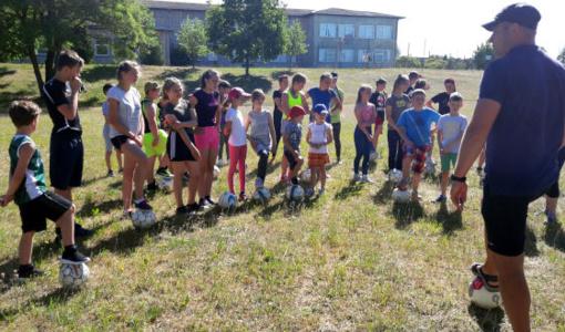 Mėgstančius sportuoti vaikus sukvietė vasaros futbolo stovykla