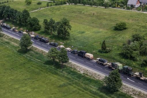 Užfiksuota link Šiaulių judėjusi karinė kolona (vaizdo įrašas)