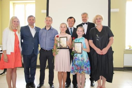 Apdovanoti Ukmergės rajono savivaldybę garsinantys moksleiviai