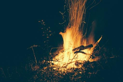 Joninių ir kepsninių ugnis supleškina pavėsines bei tiltelius, padega namus