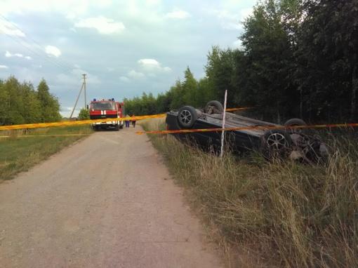 Raseinių rajone apsivertė automobilis su girtutėliu vairuotoju
