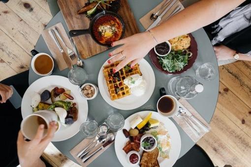 Rytais patingite gaminti pusryčius? Kada (ne)būtina valgyti pusryčius?