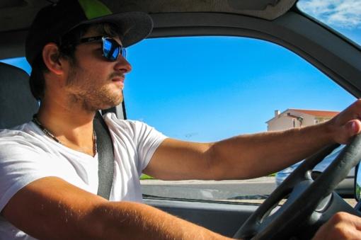 Kai automobilis virsta krosnimi – ko negalima palikti automobilyje karštą dieną?