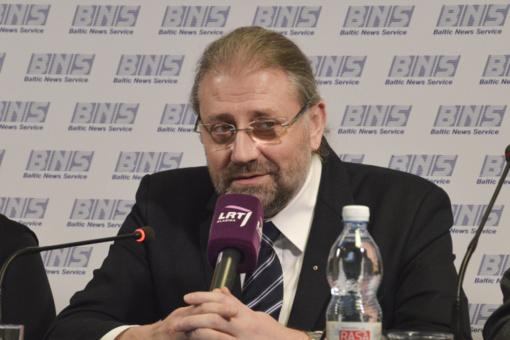 """Panevėžio merui R. Račkauskui pareikšti įtarimai prekyba poveikiu: įtariama, kad tarėsi dėl kyšio su """"Lietkabeliu"""""""