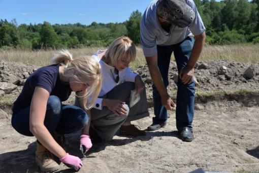 Apžiūrėti vykdomi Medvėgalio archeologiniai komplekso tyrimai