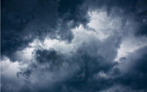 Ugniagesiai gelbėtojai: smarkiai lis lietus, griaus perkūnija, siaus stiprus vėjas