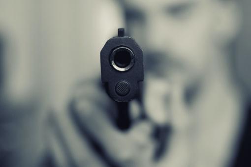 Pas pareigūnus – su dujiniu revolveriu