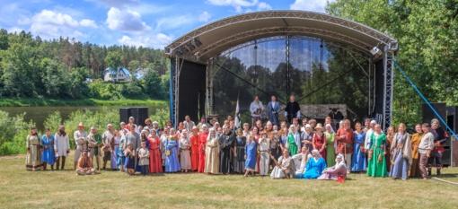 """Pirmą kartą Lietuvoje gyvosios istorijos festivalyje """"Jotvos Vartai"""" atkuriama Pilėnų legenda"""