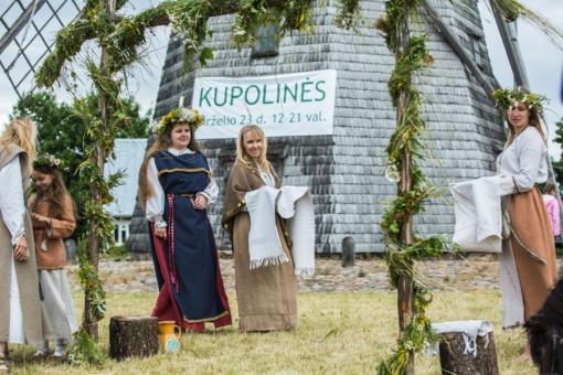 Gyvosios archeologijos atradimai šiauliečių laukė Kupolinėse prie Žaliūkių malūno (FOTO)