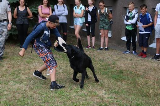 Vasaros stovyklos metu – pažintis su policininkų darbu