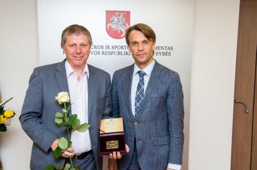 Kūno kultūros ir sporto departamento apdovanojimas Valerijui Kočanui