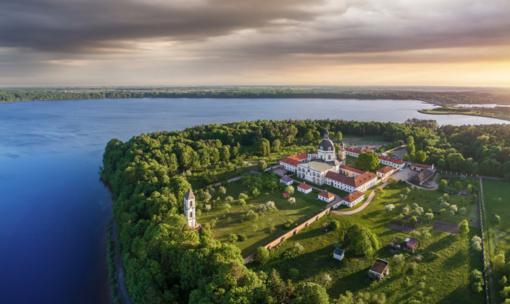 Kokių išskirtinių pramogų poilsiautojams siūlo Lietuvos dvarai?