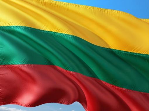 Alaušo ežere Kovo 11-ąją išskleista trispalvė bus panardinta į vandenį