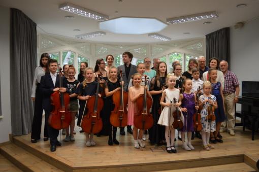 Jaunosioms Jonavos violončelistėms pagyrų negailėta