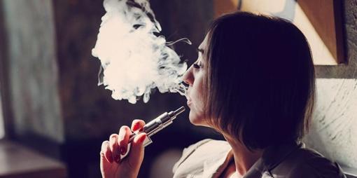 Seimas nusprendė apmokestinti ir cigarečių skystį be nikotino