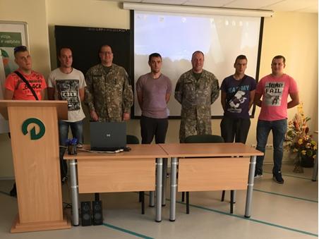 Lazdijuose – pokalbis apie karjeros galimybes Lietuvos kariuomenėje