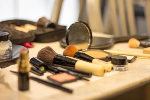 Mergina nesėkmingai bandė pavogti kosmetikos