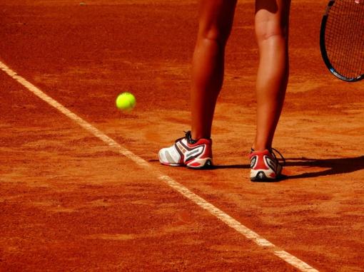Aštuonios priežastys, kodėl verta pradėti žaisti lauko tenisą jau dabar