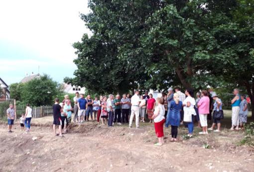 Radviliškiečiai su miesto seniūnu Ernestu Mončausku aptarė poilsio zonos įrengimo idėją