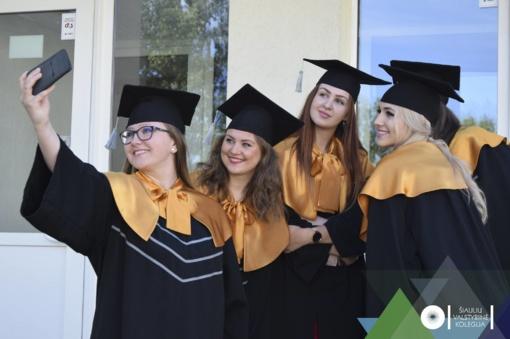 ŠVK išleido gausią absolventų laidą – beveik 600 studentų