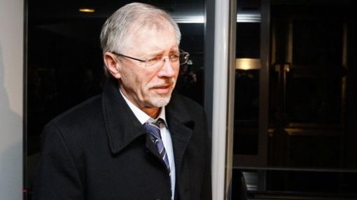 Policijos pareigūnai neįleidžiami į Seimo rūmus patikrinti G. Kirkilo blaivumą