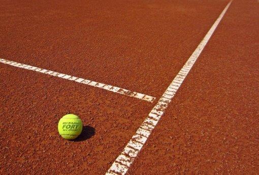 Tenisininkai kreipėsi į ministeriją: prašo paaiškinti, ar karantino metu gali žaisti