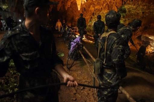 Tailando urve įstrigusius vaikus gali tekti gelbėti anksčiau nei planuota