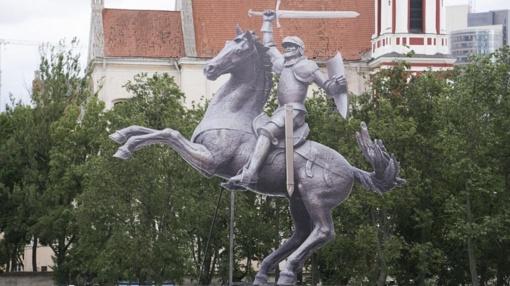"""Kaune atidengiama skulptūra """"Laisvės karys"""""""
