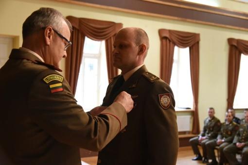 Minint Valstybės dieną Karo akademijos absolventams įteikti magistro ir bakalauro diplomai