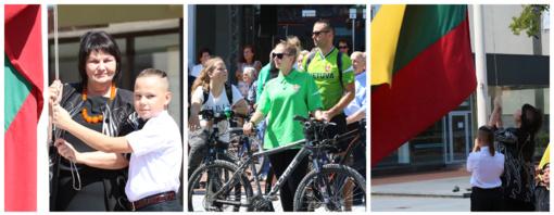 Šiauliuose šventinė diena prasidėjo trispalvės pakėlimu ir dviračių žygiu (FOTO)