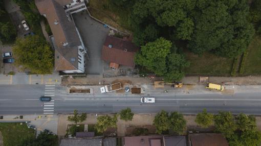 Rengiasi asfaltuoti Savanorių prospektą: vairuotojų prašo kantrybės