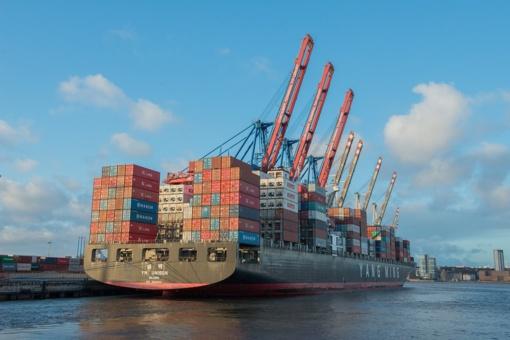 Per mėnesį Lietuvos eksportas didėjo 12 proc., importas - 14,7 proc.