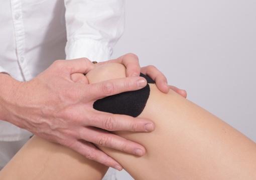 5 mitai apie kelių ir klubų sąnarių skausmus: kaip sau nepakenkti?