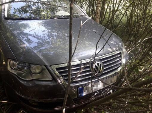 """Vogtą """"VW Passat"""" vairavusį estą išdavė ranka piešti numeriai"""