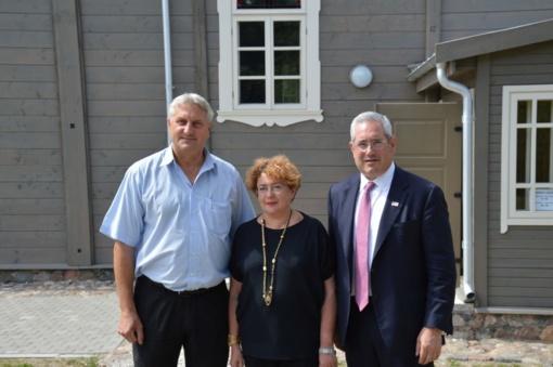 Pakruojyje lankėsi Amerikos paveldo užsienyje priežiūros komisijos pirmininkas