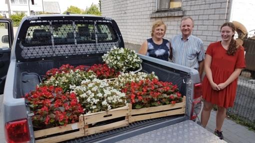 Gargždams dovanojo gėlių sodinukus
