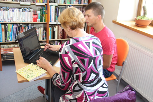 Šilutės bibliotekoje kompiuterinio raštingumo galima mokytis individualiai