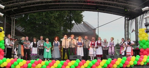 """Onuškyje nuskardėjo tradicinė šventė """"Dviejų gimtinių nebūna"""""""