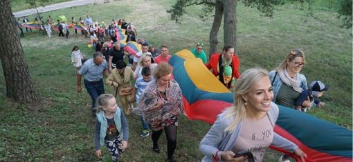 Tautinė giesmė sujungė tarytum į Baltijos kelią