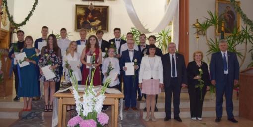 Klaipėdos rajono abiturientams įteikti brandos atestatai