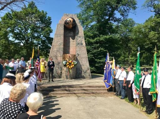 Pasaulio lietuvių vienybės diena – šventė, kuriai pagrindą davė S. Dariaus ir S. Girėno skrydis per Atlantą