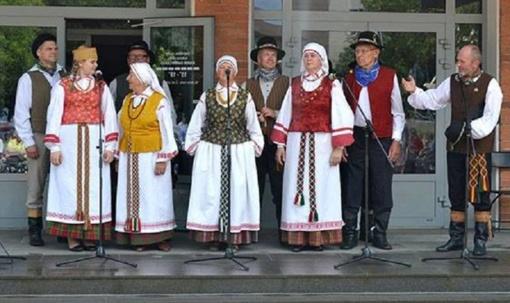 """Radviliškyje vyko Škaplierinės atlaidai ir folkloro festivalis """"Ryt iš ryto rugelius kirsim"""""""