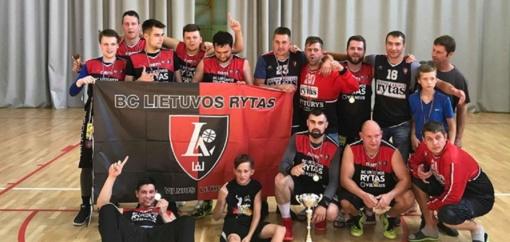"""""""Ryto"""" ekipos fanai triumfavo krepšinio turnyre Rygoje"""