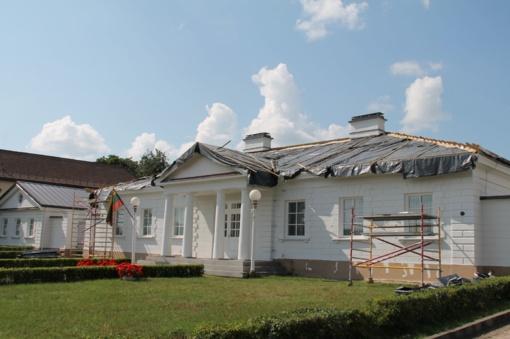 Mokyklose ir jų teritorijose šeimininkauja statybininkai